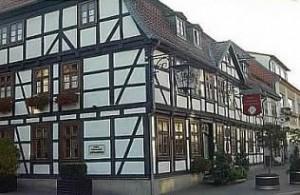 """Hotel / Restaurant """"Hoffmannhaus"""" Westerstrasse 4 38442 Wolfsburg - Fallersleben Telefon: (05362) 3002 / 3003"""
